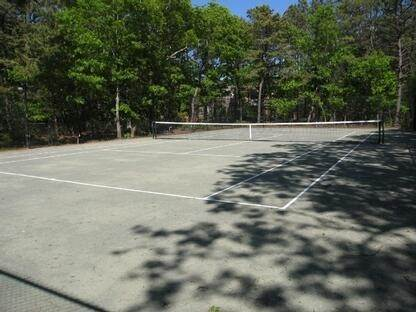 3. Single Family Home at Six Bedroom, Pool & Tennis In Quogue East Quogue, NY 11959