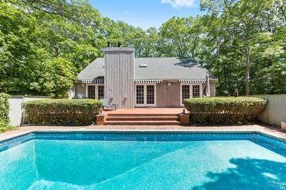 Single Family Home at Charming Contemporary With Pool & Tennis East Hampton, NY 11937