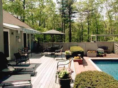 11. Single Family Home at Charming Contemporary With Pool & Tennis East Hampton, NY 11937