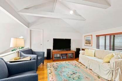 8. Single Family Home at Charming Contemporary With Pool & Tennis East Hampton, NY 11937