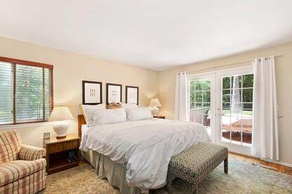 6. Single Family Home at Charming Contemporary With Pool & Tennis East Hampton, NY 11937