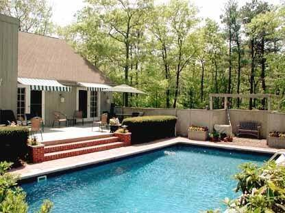 2. Single Family Home at Charming Contemporary With Pool & Tennis East Hampton, NY 11937