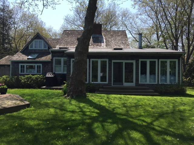 4. Single Family Home at Charming Lanes Cottage Amagansett, NY 11930