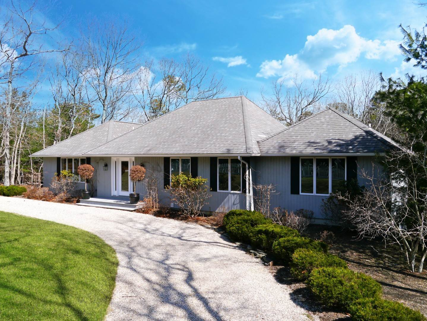 2. Single Family Home at East Hampton Designer Chic East Hampton, NY 11937