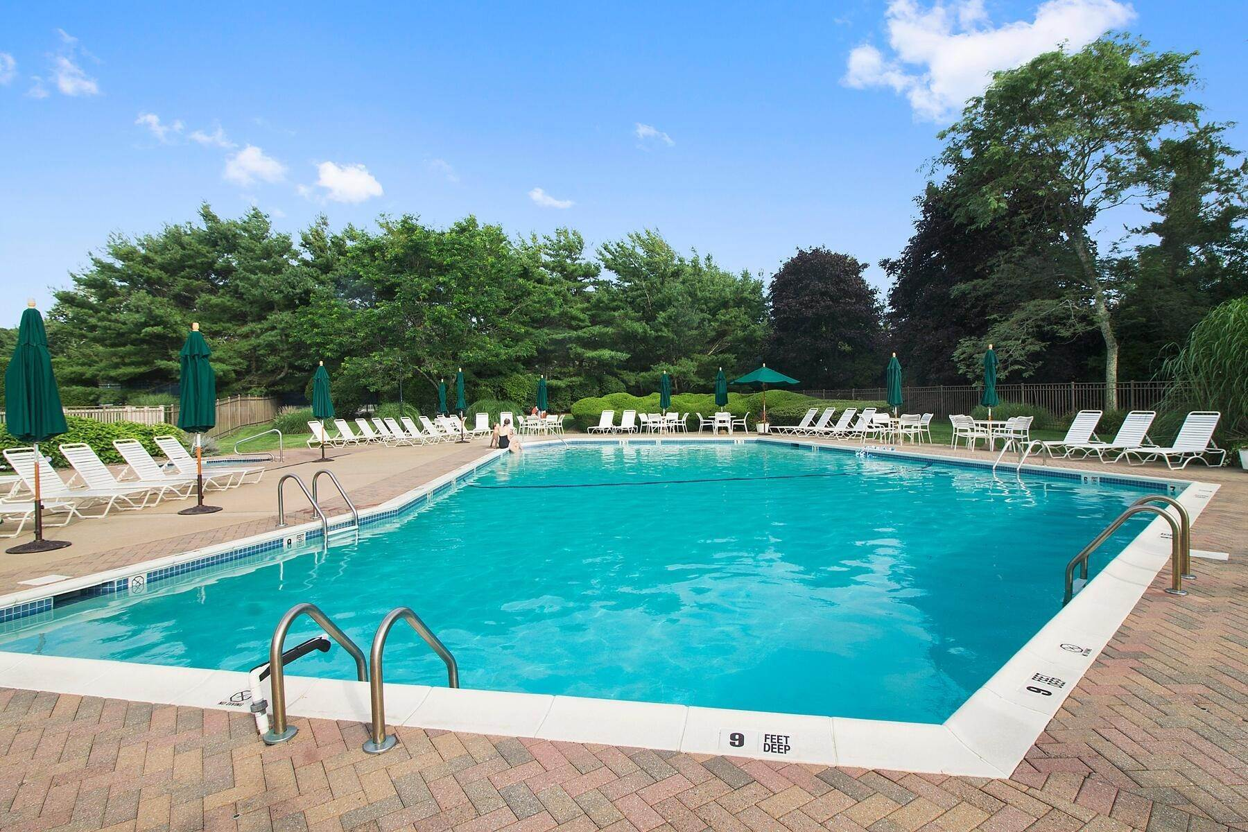 2. Single Family Home at Southampton Condo With Pool And Tennis Southampton, NY 11968