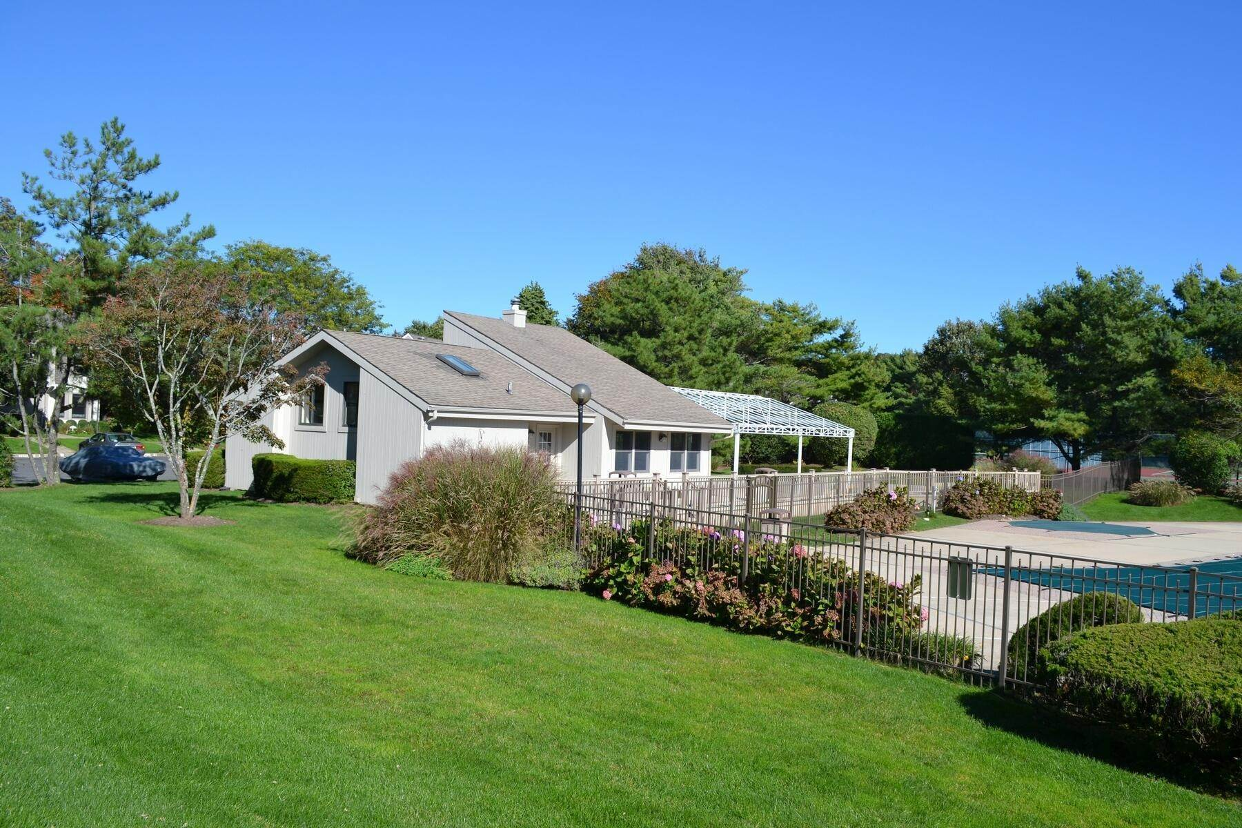 12. Single Family Home at Southampton Condo With Pool And Tennis Southampton, NY 11968