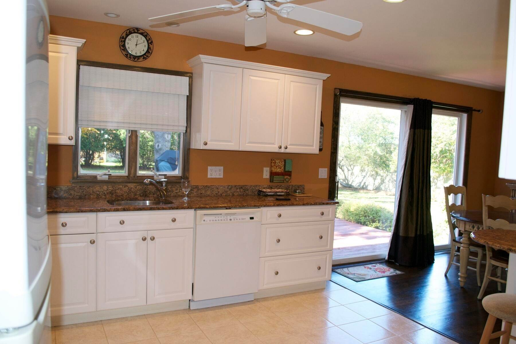 6. Single Family Home at Easy Living In Southampton - Immaculate Southampton, NY 11968