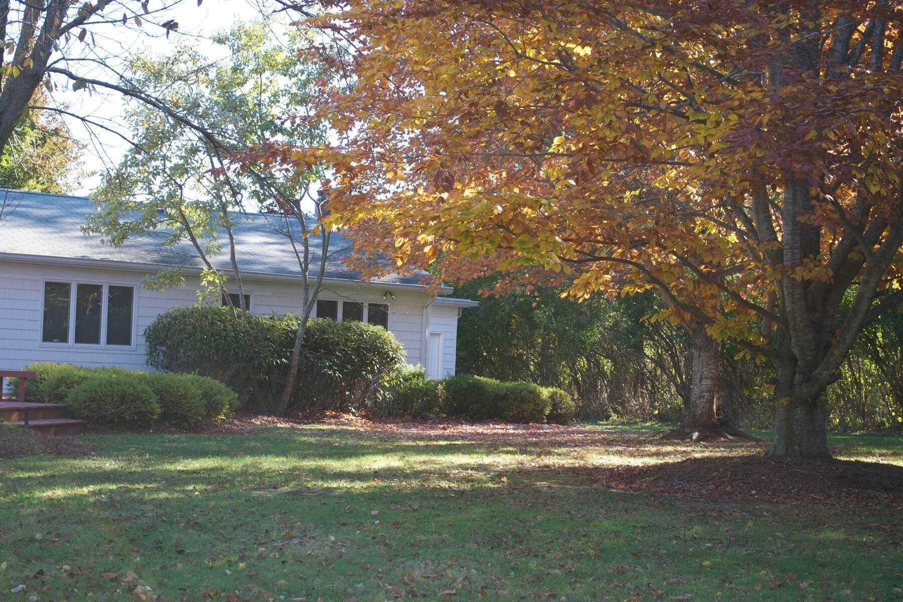 10. Single Family Home at Easy Living In Southampton - Immaculate Southampton, NY 11968