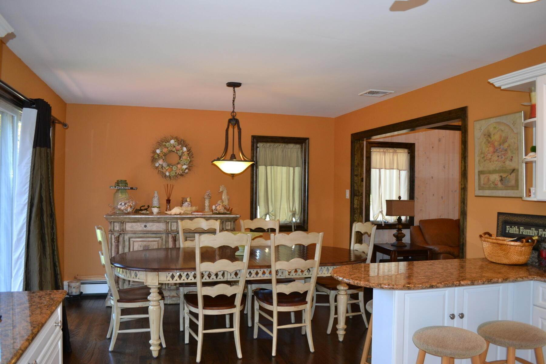 5. Single Family Home at Easy Living In Southampton - Immaculate Southampton, NY 11968
