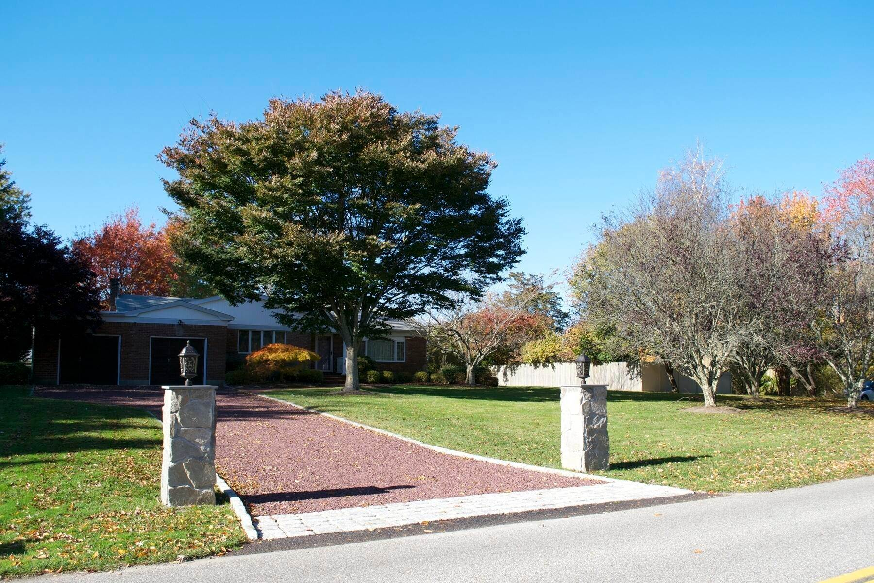 Single Family Home at Easy Living In Southampton - Immaculate Southampton, NY 11968
