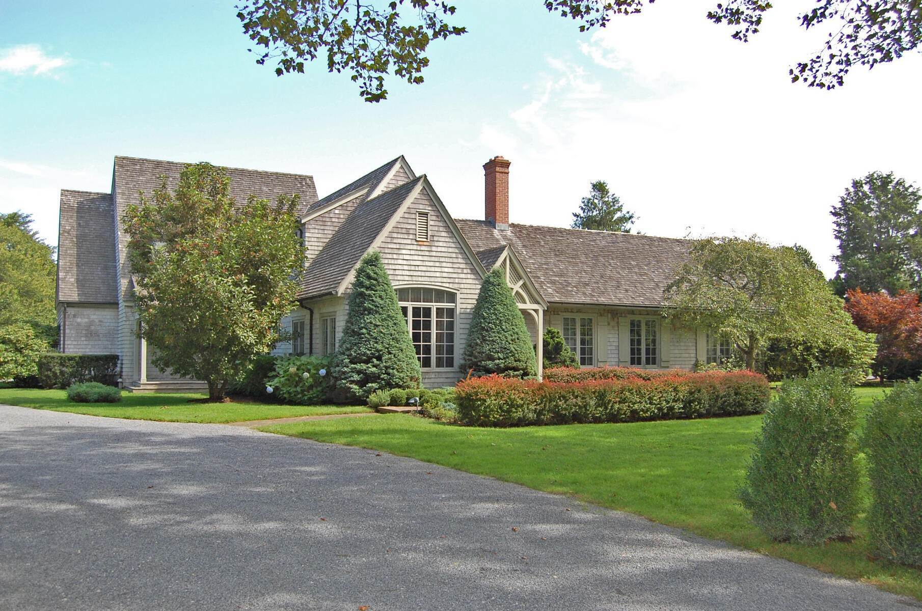3. Single Family Home at On A Private Lane East Hampton, NY 11937