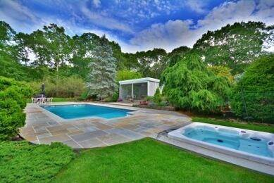 17. Single Family Home at Southampton Retreat Southampton, NY 11968