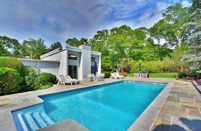14. Single Family Home at Southampton Retreat Southampton, NY 11968