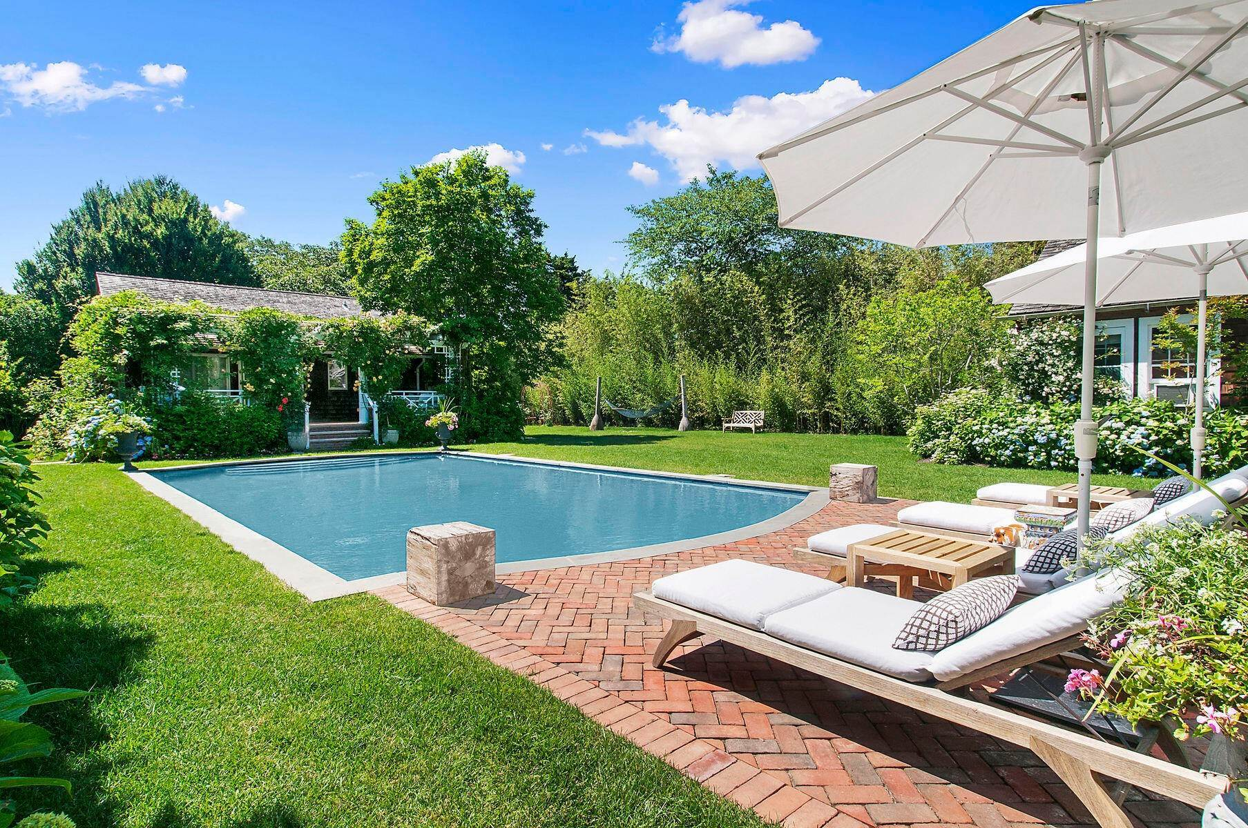 Single Family Home at Stunning In East Hampton Village South East Hampton, NY 11937