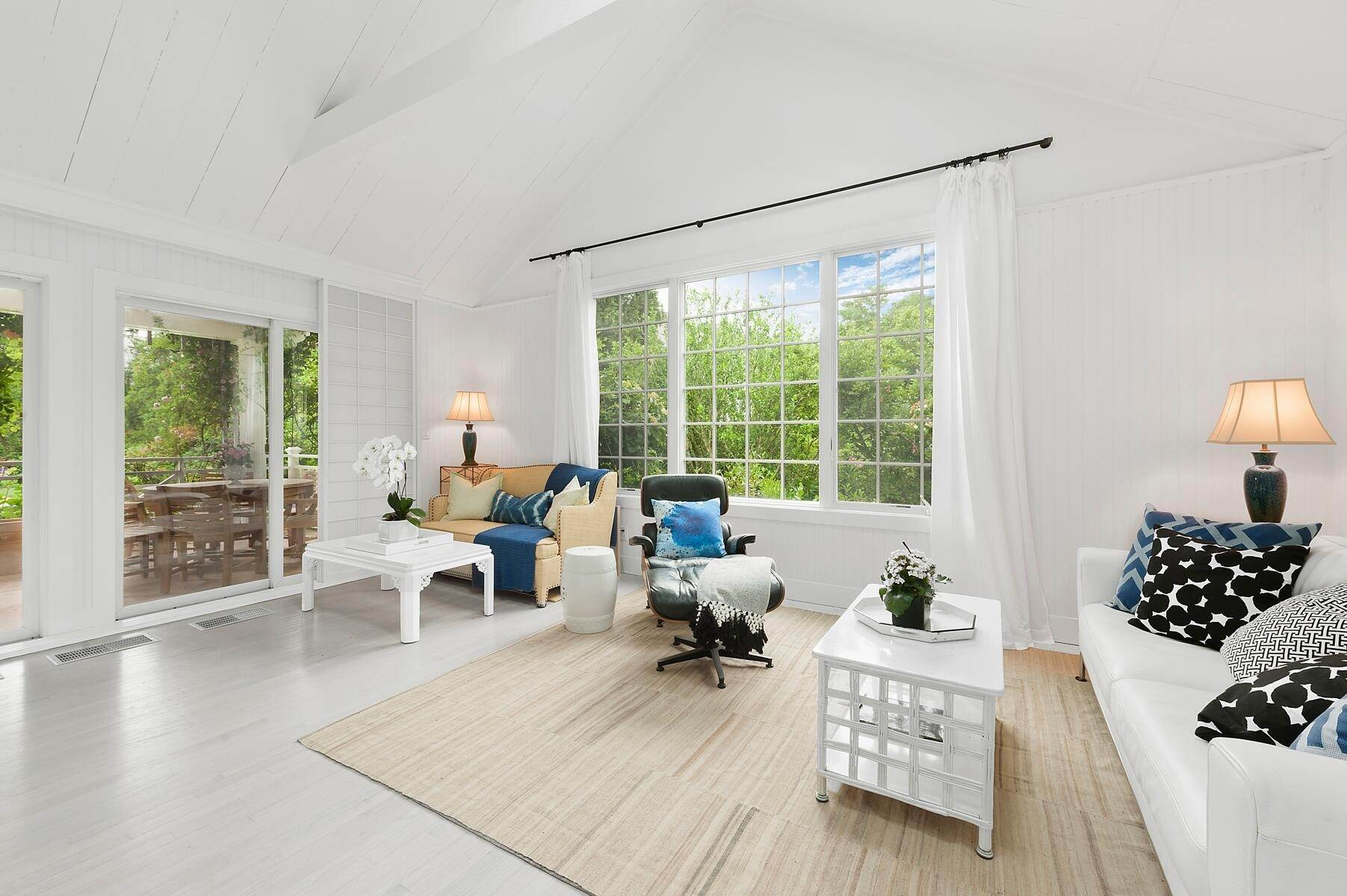 20. Single Family Home at Stunning In East Hampton Village South East Hampton, NY 11937