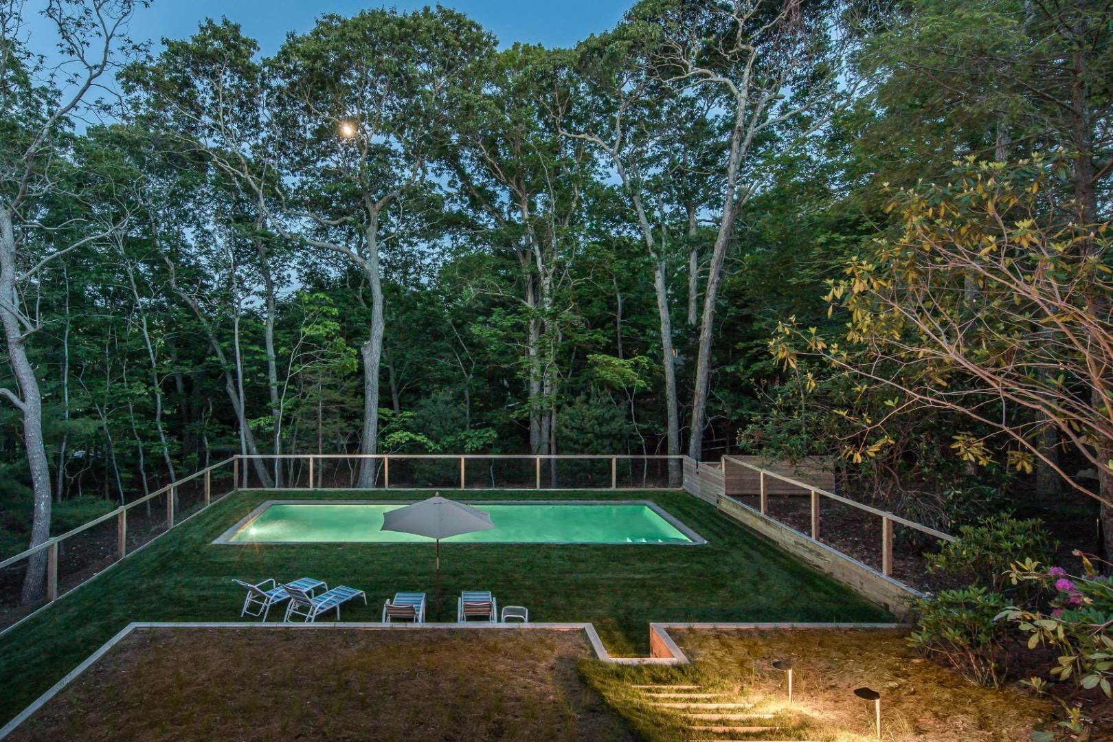 28. Single Family Home at Lions Head Waterside Pool East Hampton East Hampton, NY 11937