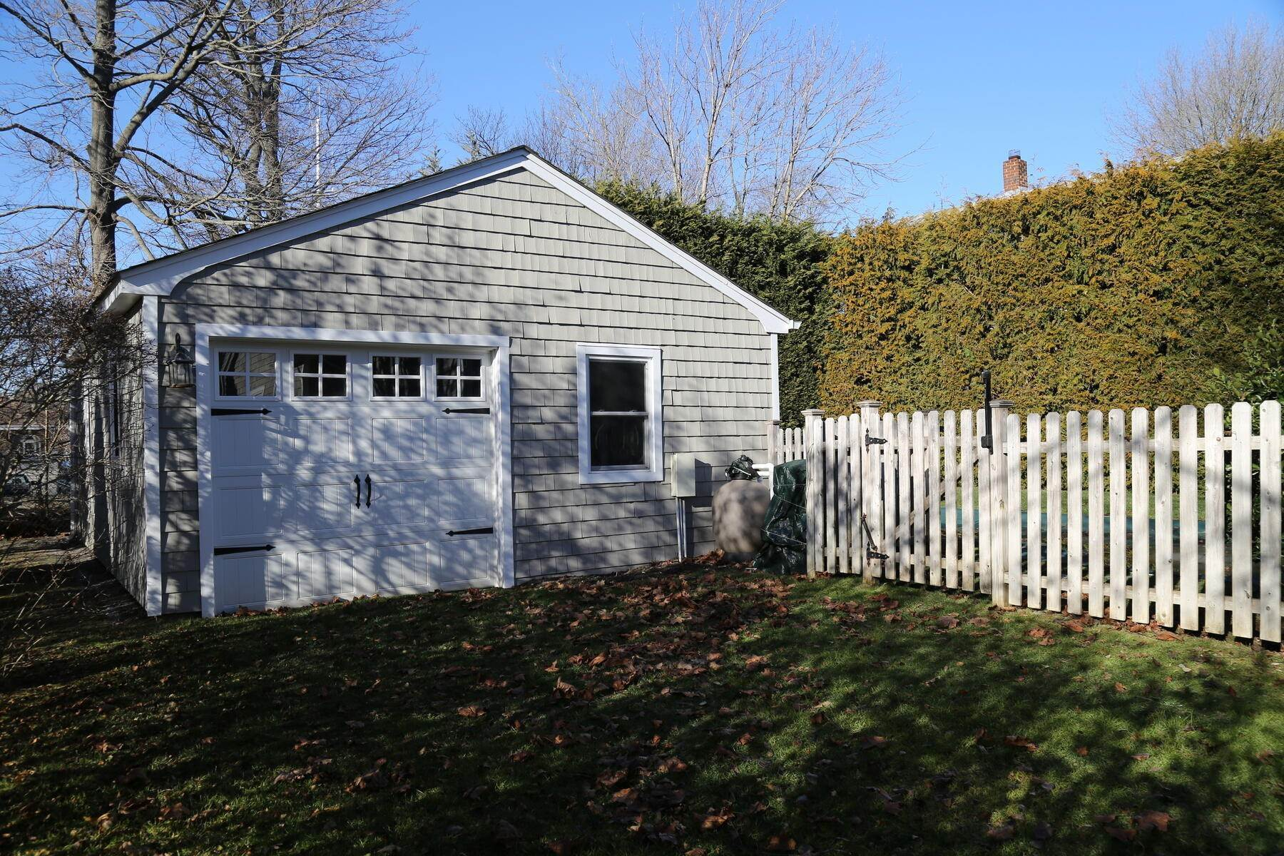 15. Single Family Home at Year Round Or Summer Southampton Village Southampton, NY 11968