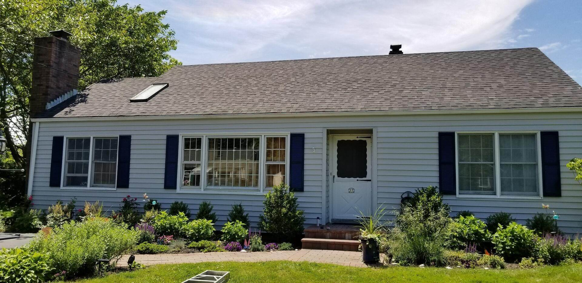 2. Single Family Home at Village Three Bedroom Cottage With Pool Southampton, NY 11968