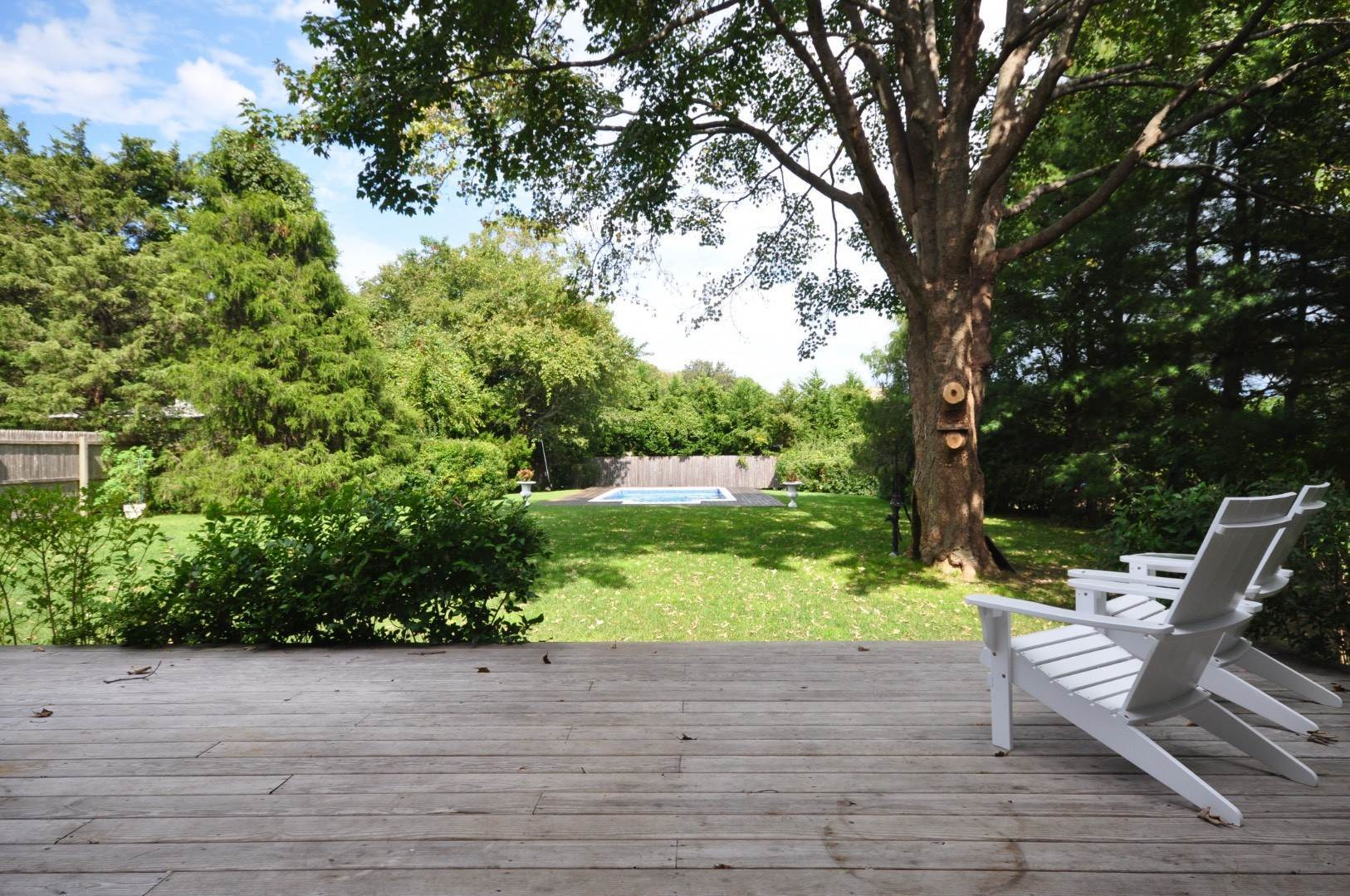 6. Single Family Home at East Hampton Near Village 28 Cedar Street, East Hampton, NY 11937