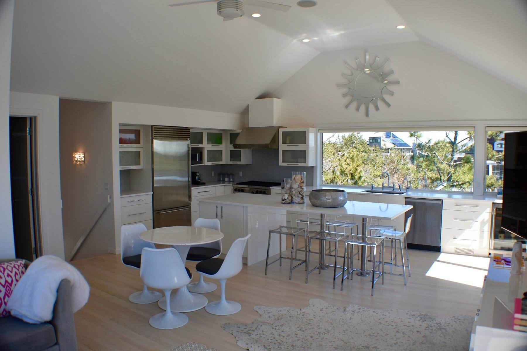 8. Single Family Home at Designer Decorated Modern In Dunes Amagansett, NY 11930