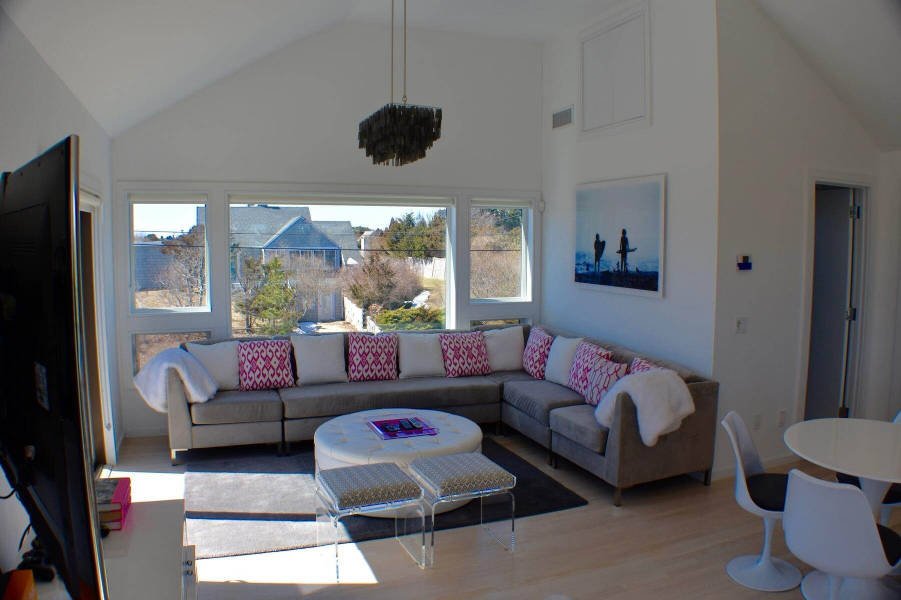 11. Single Family Home at Designer Decorated Modern In Dunes Amagansett, NY 11930