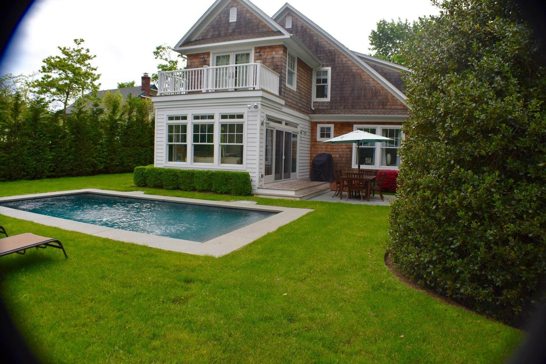 18. Single Family Home at East Hampton Village East Hampton, NY 11937