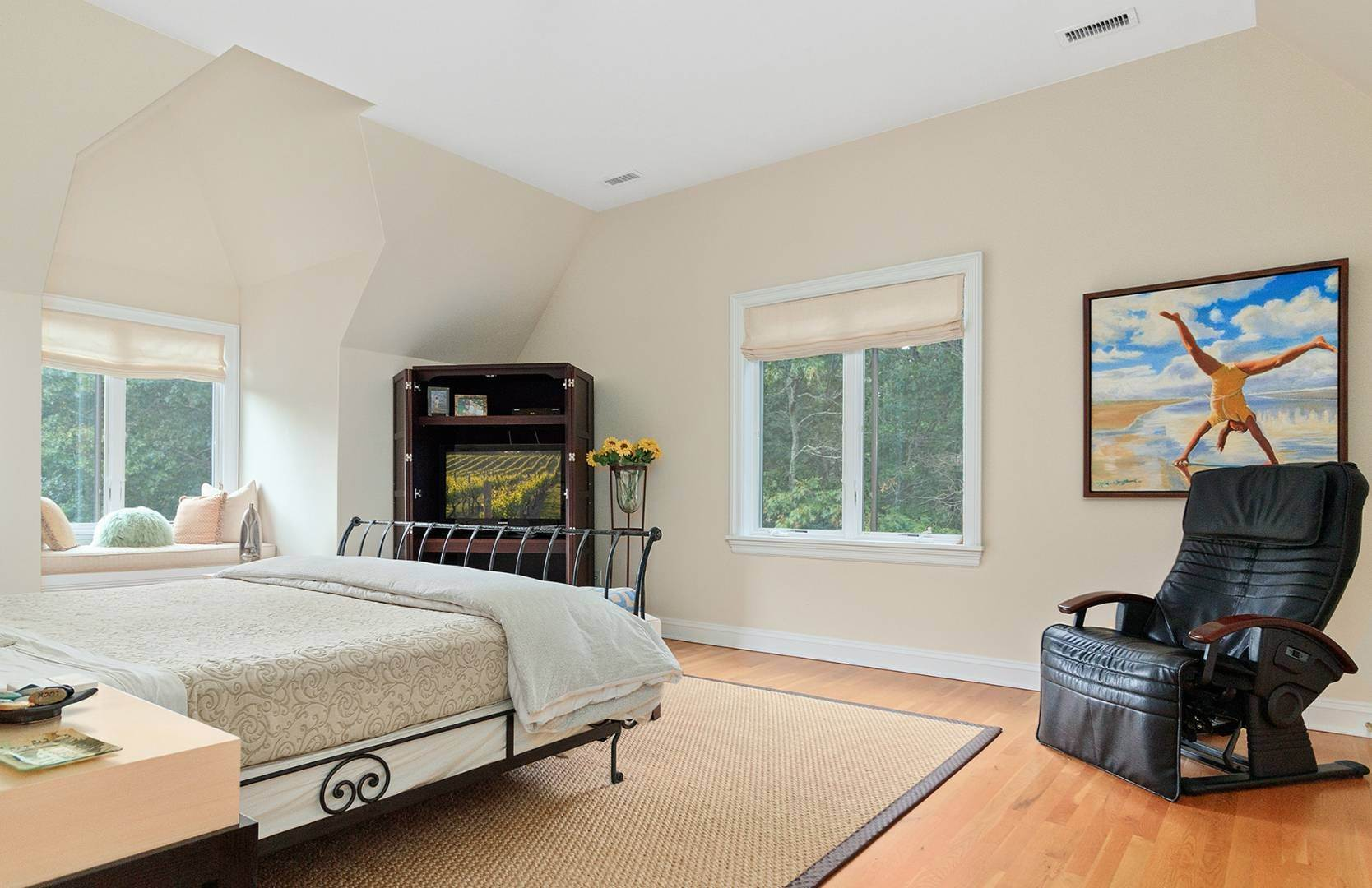 12. Single Family Home at Elegant Private East Hampton Home For Rent 34 Chatfields Ridge Road, East Hampton, NY 11937
