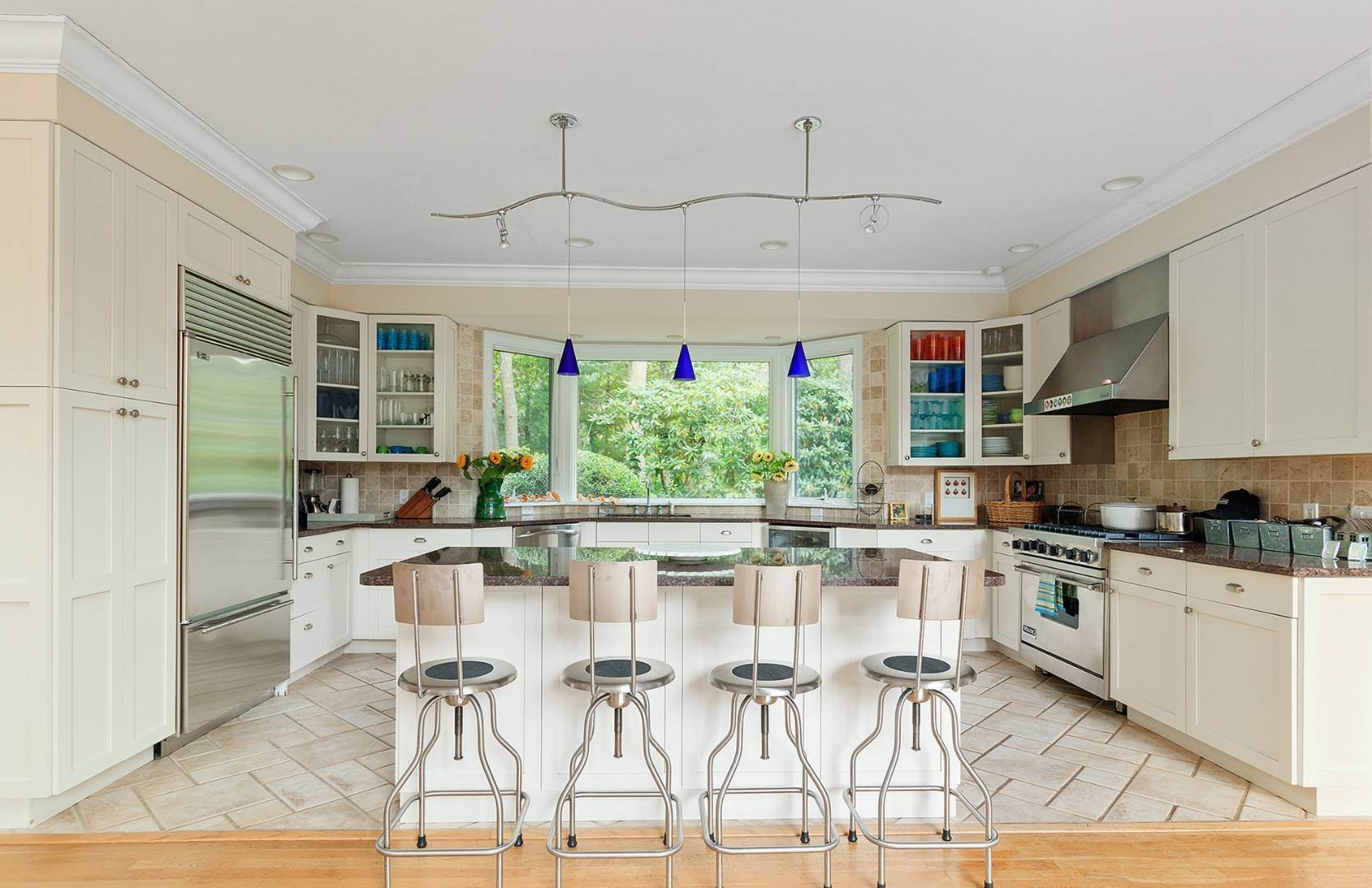 9. Single Family Home at Elegant Private East Hampton Home For Rent 34 Chatfields Ridge Road, East Hampton, NY 11937