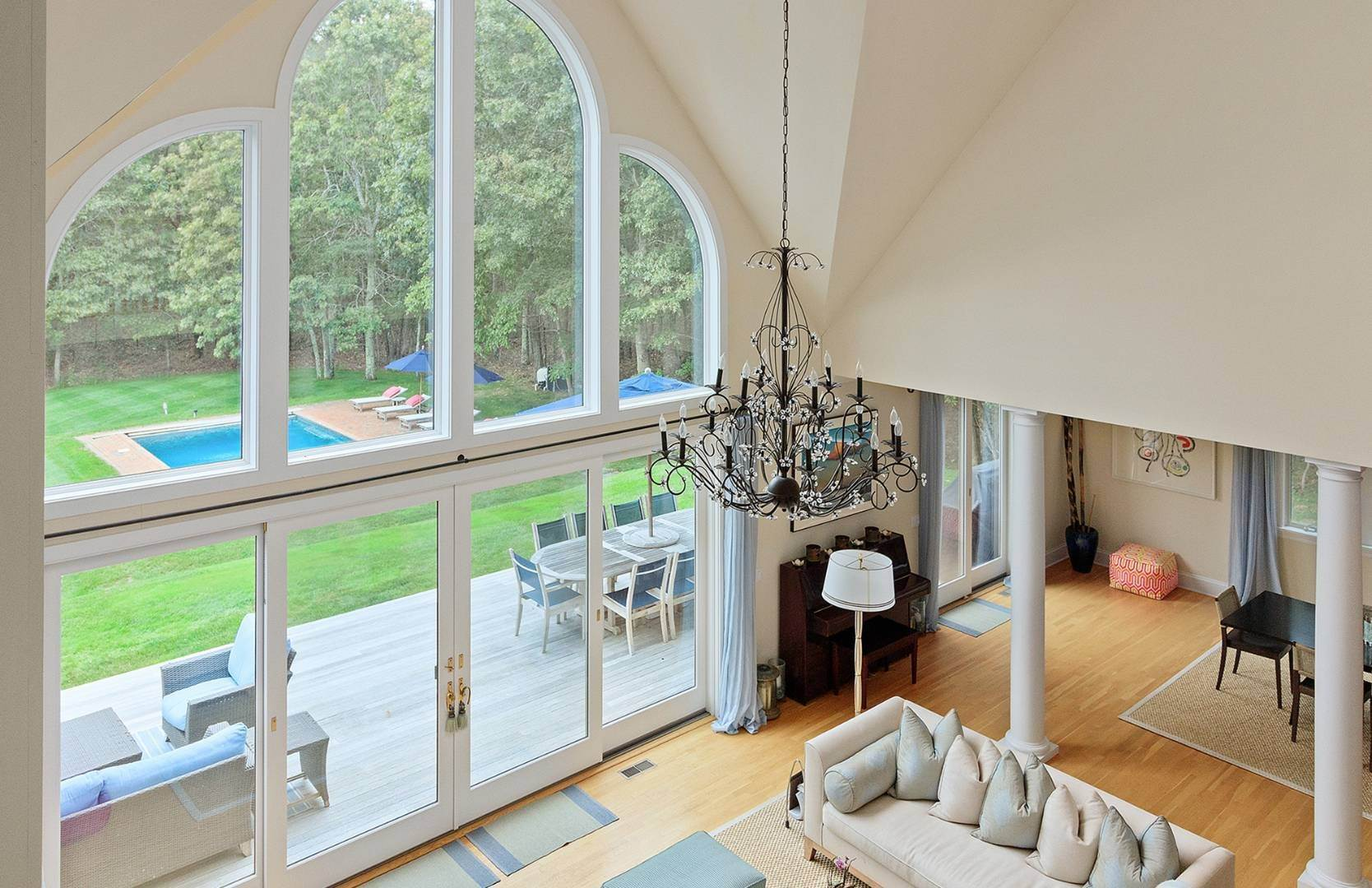 8. Single Family Home at Elegant Private East Hampton Home For Rent 34 Chatfields Ridge Road, East Hampton, NY 11937