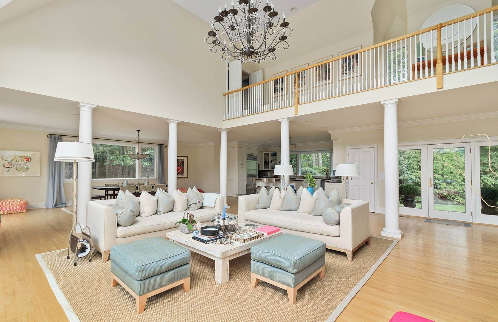7. Single Family Home at Elegant Private East Hampton Home For Rent 34 Chatfields Ridge Road, East Hampton, NY 11937