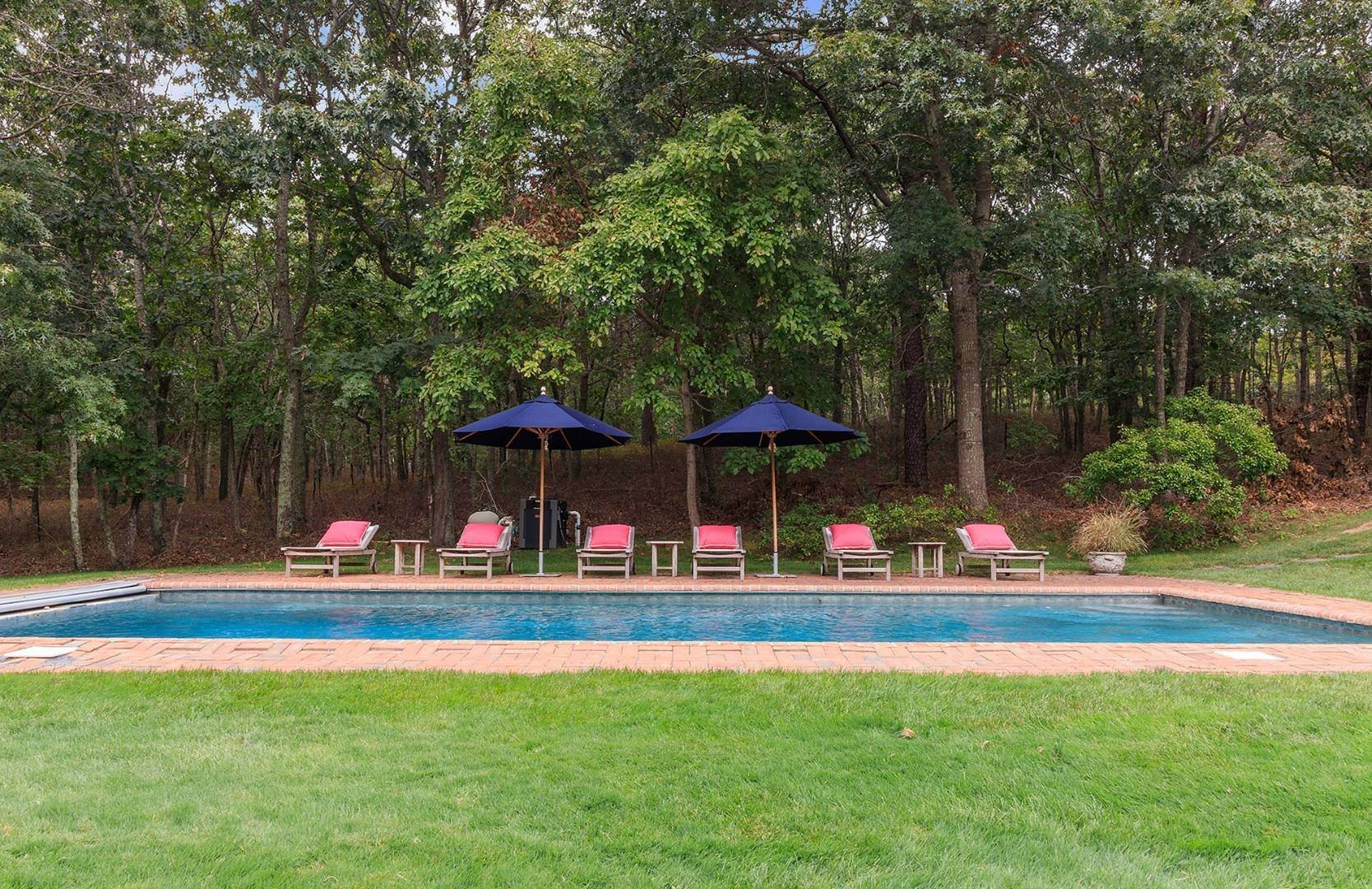 4. Single Family Home at Elegant Private East Hampton Home For Rent 34 Chatfields Ridge Road, East Hampton, NY 11937
