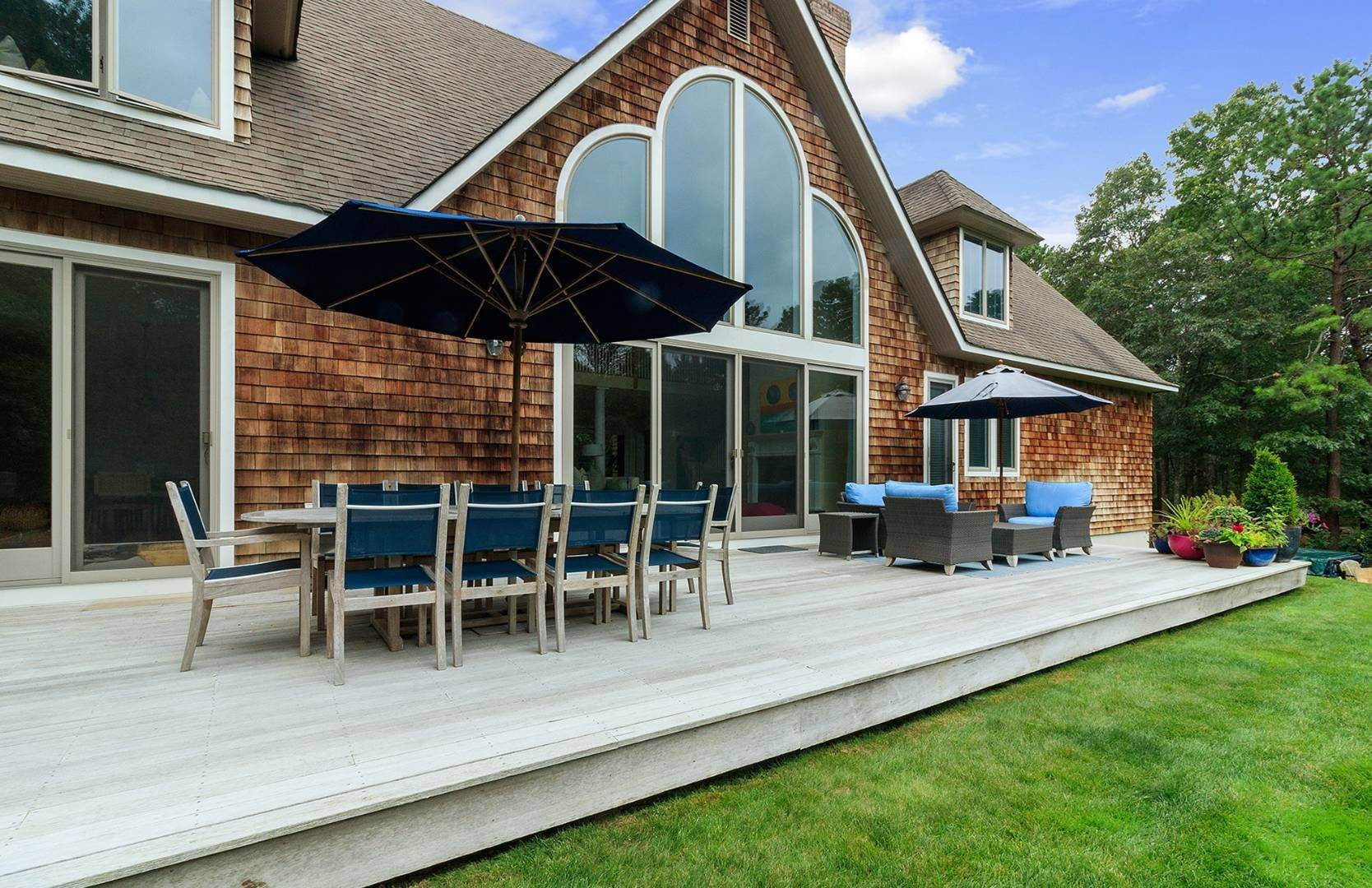 5. Single Family Home at Elegant Private East Hampton Home For Rent 34 Chatfields Ridge Road, East Hampton, NY 11937