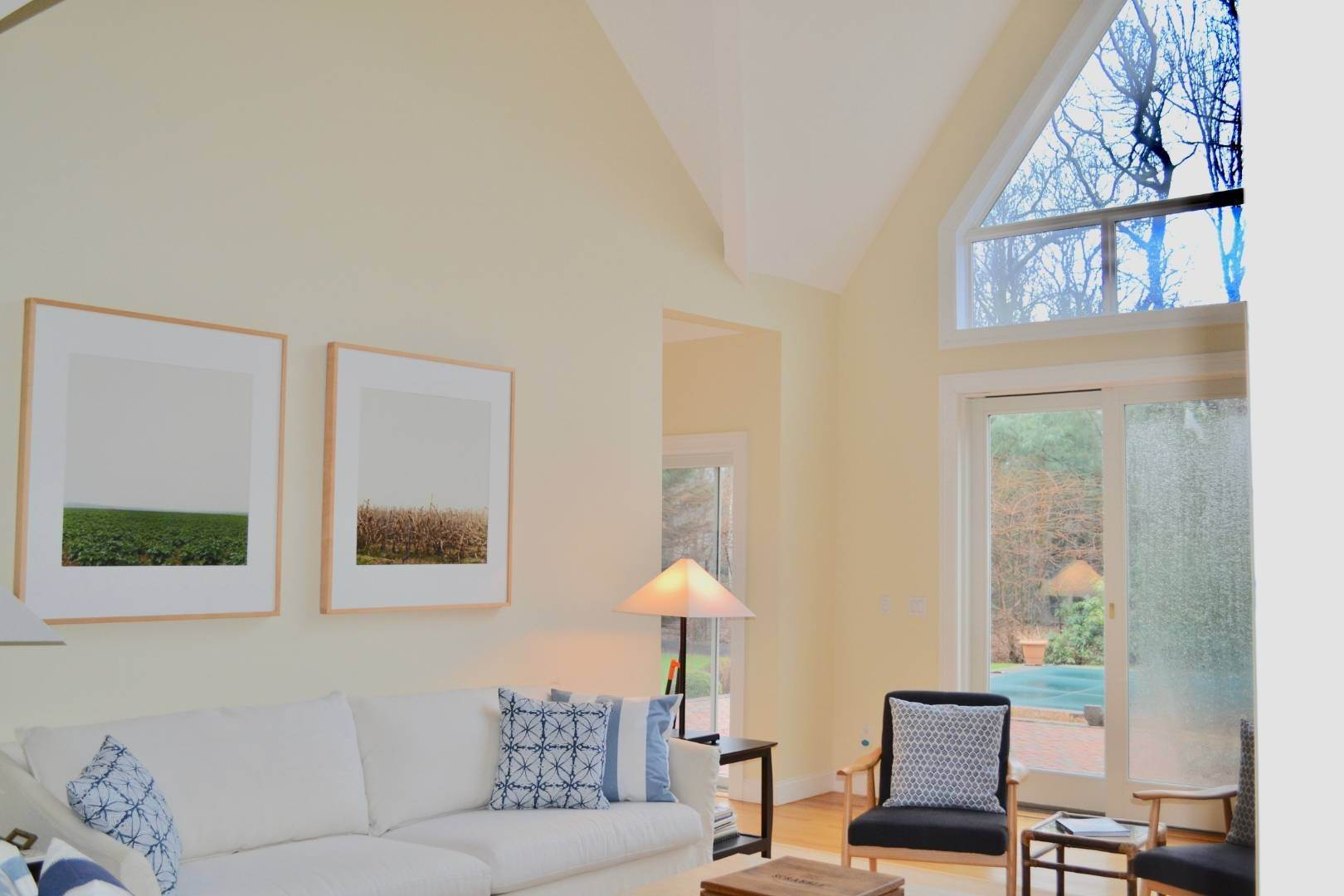 17. Single Family Home at Simply Perfect East Hampton, NY 11937