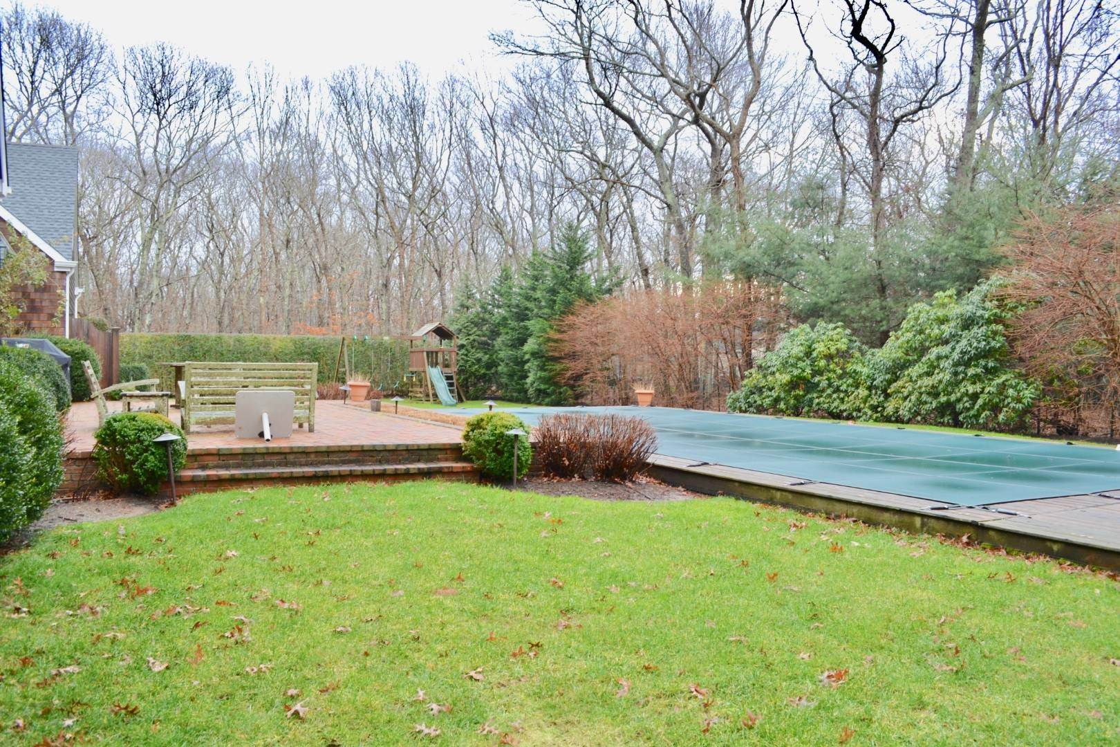 5. Single Family Home at Simply Perfect East Hampton, NY 11937