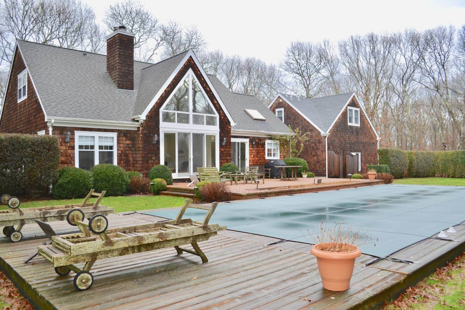 3. Single Family Home at Simply Perfect East Hampton, NY 11937