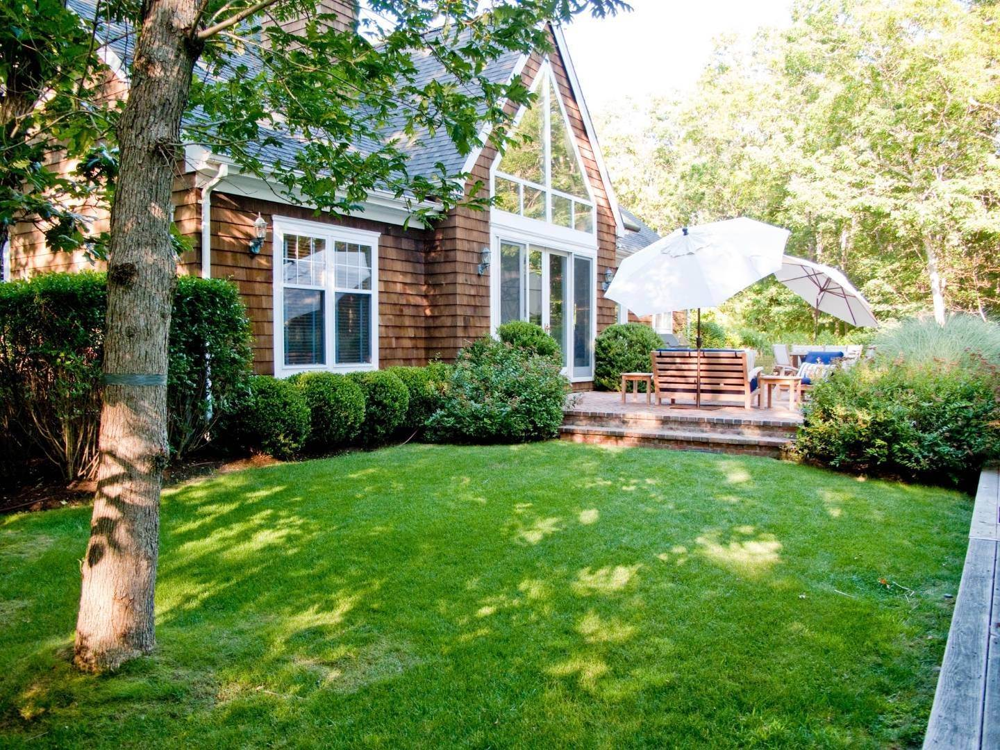 Single Family Home at Simply Perfect East Hampton, NY 11937