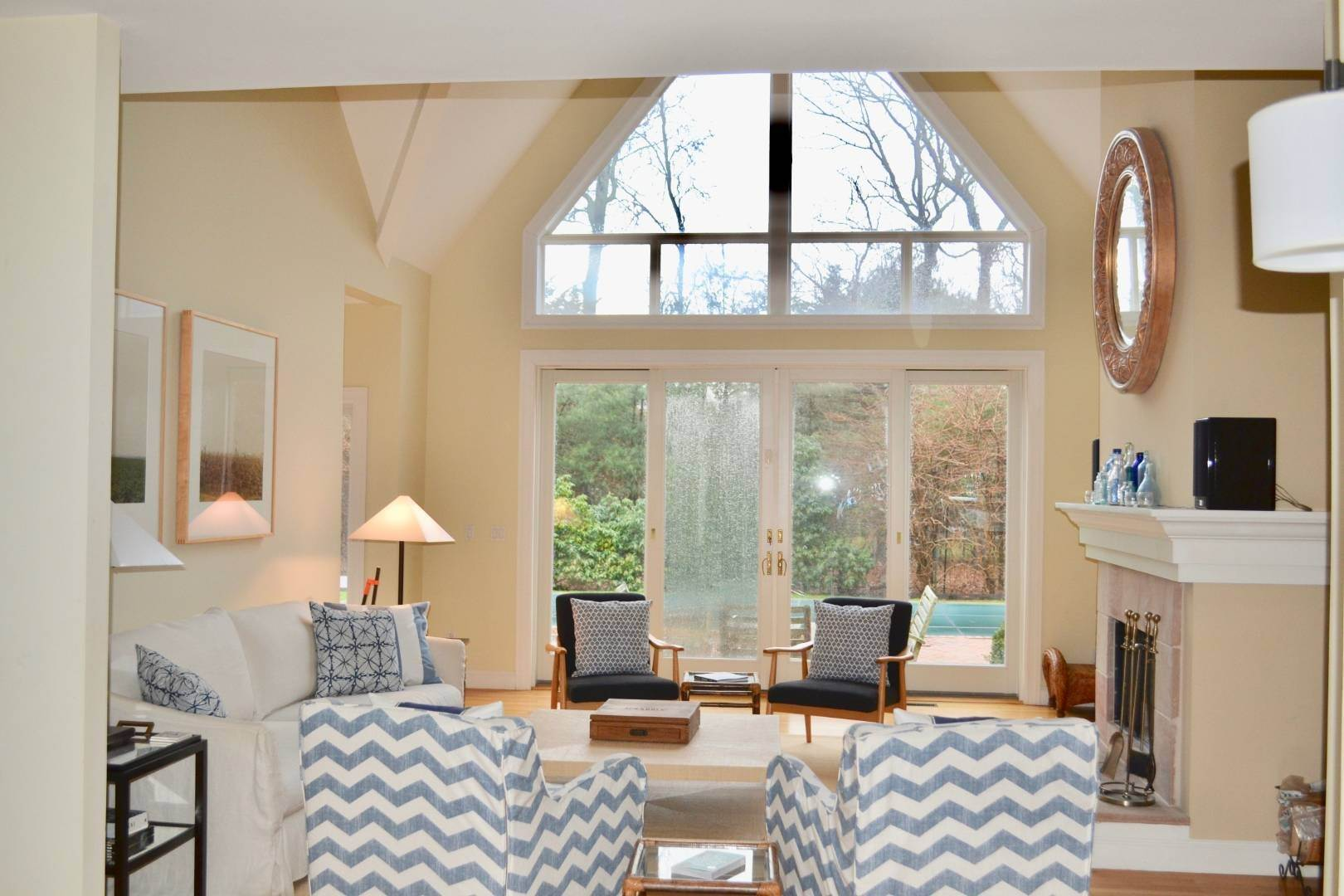15. Single Family Home at Simply Perfect East Hampton, NY 11937