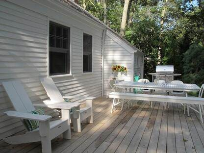 13. Single Family Home at Beach Cottage On Sayres Path, Wainscott Wainscott, NY 11975