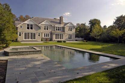 4. Single Family Home at Spectacular New Traditional East Hampton, NY 11937