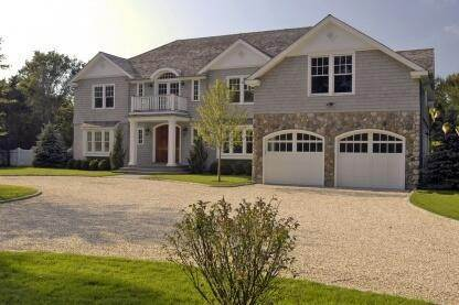 2. Single Family Home at Spectacular New Traditional East Hampton, NY 11937