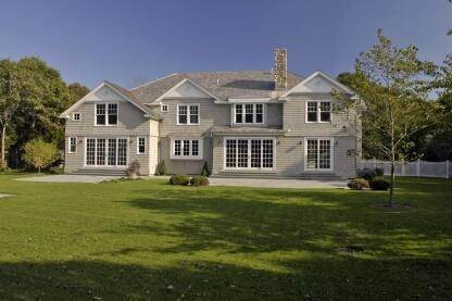 3. Single Family Home at Spectacular New Traditional East Hampton, NY 11937