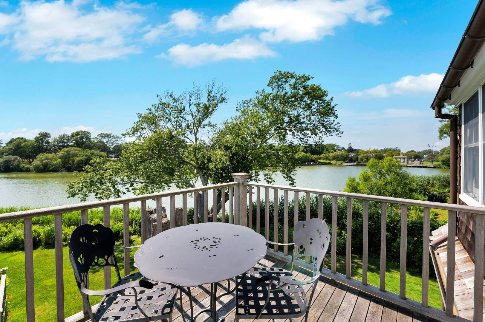 8. Single Family Home at Immaculate, Stunning Hamptons Pondfront! Southampton, NY 11968