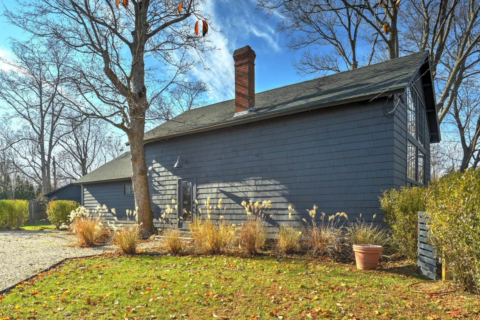3. Single Family Home at Chic Contemporary Barn & Studio Cottage 1200 Indian Neck Lane, Peconic, NY 11958