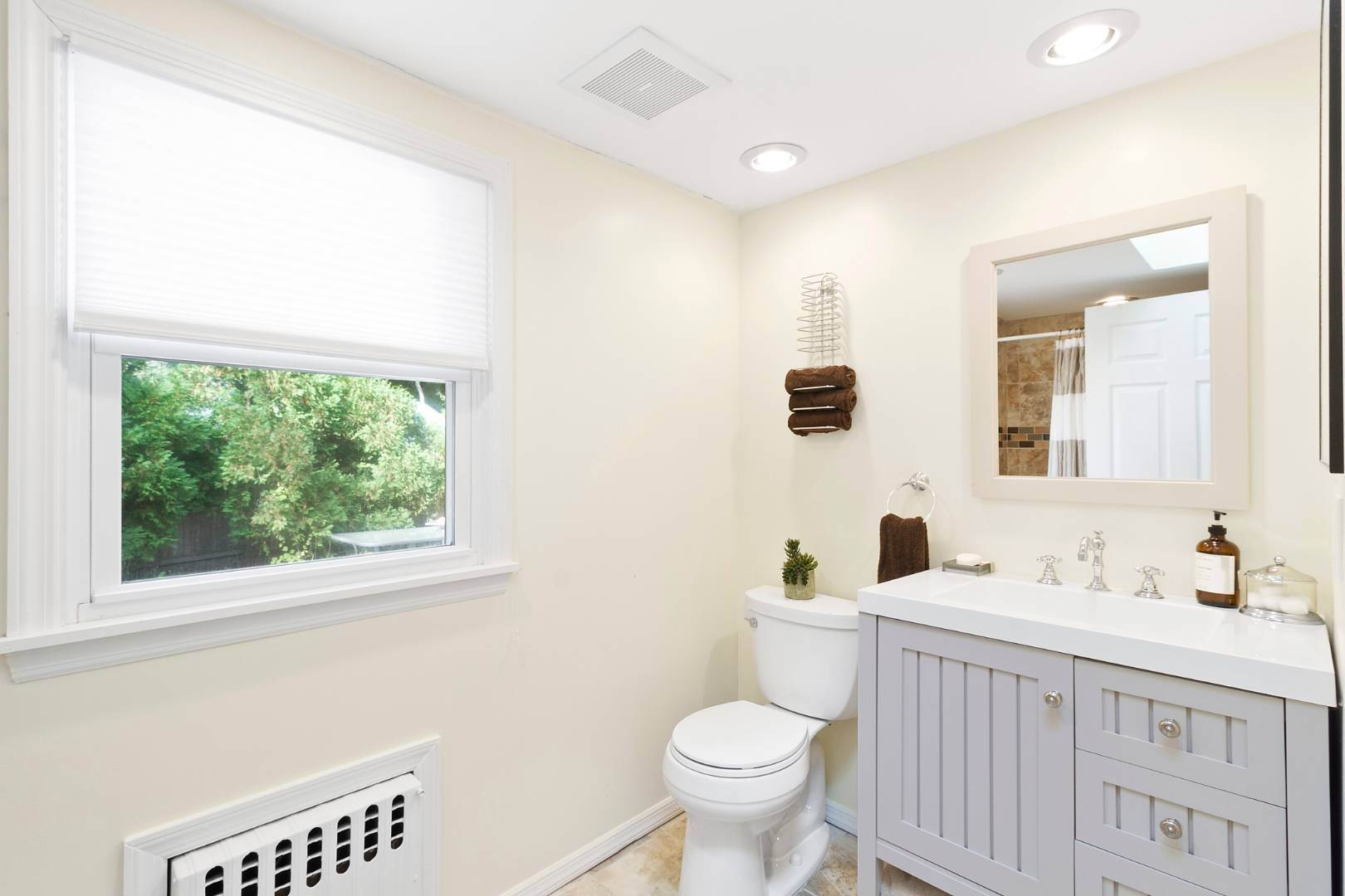 6. Single Family Home at Sag Harbor Beach Property For Rent 21 Elm Street, Sag Harbor, NY 11963