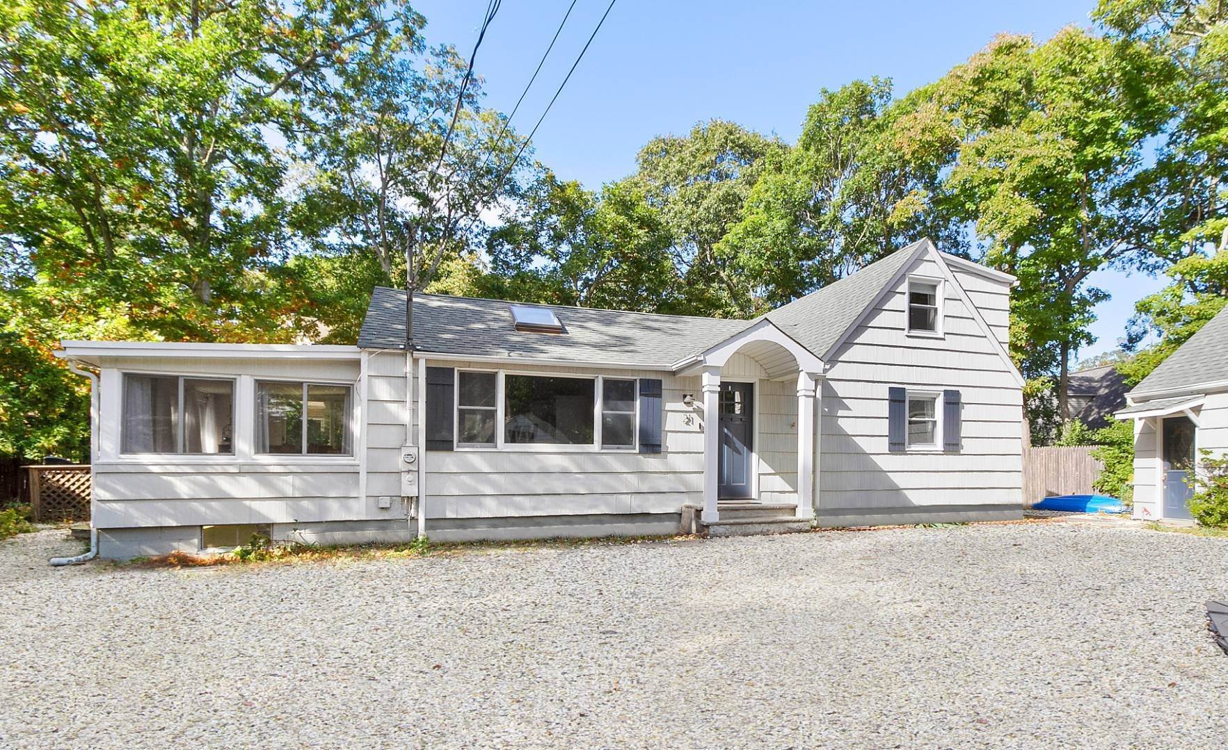 12. Single Family Home at Sag Harbor Beach Property For Rent 21 Elm Street, Sag Harbor, NY 11963