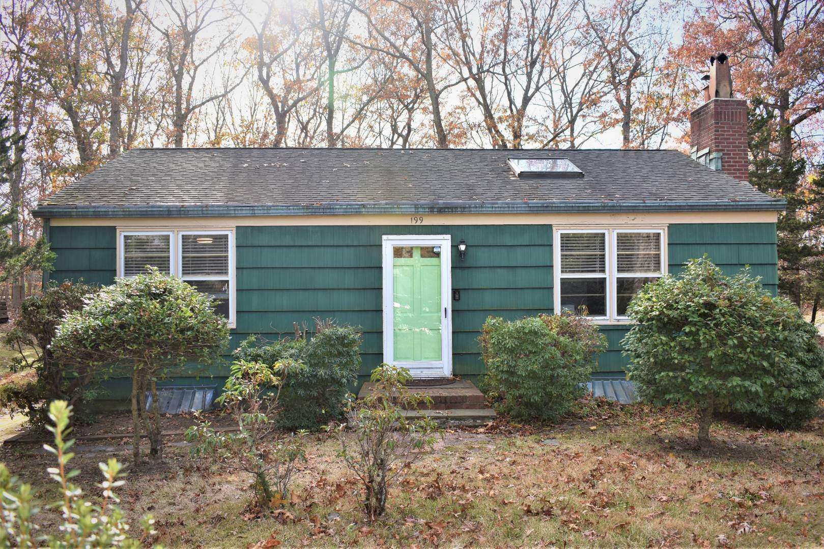 13. Single Family Home at Southampton Cottage Close To Peconic Bay Southampton, NY 11968