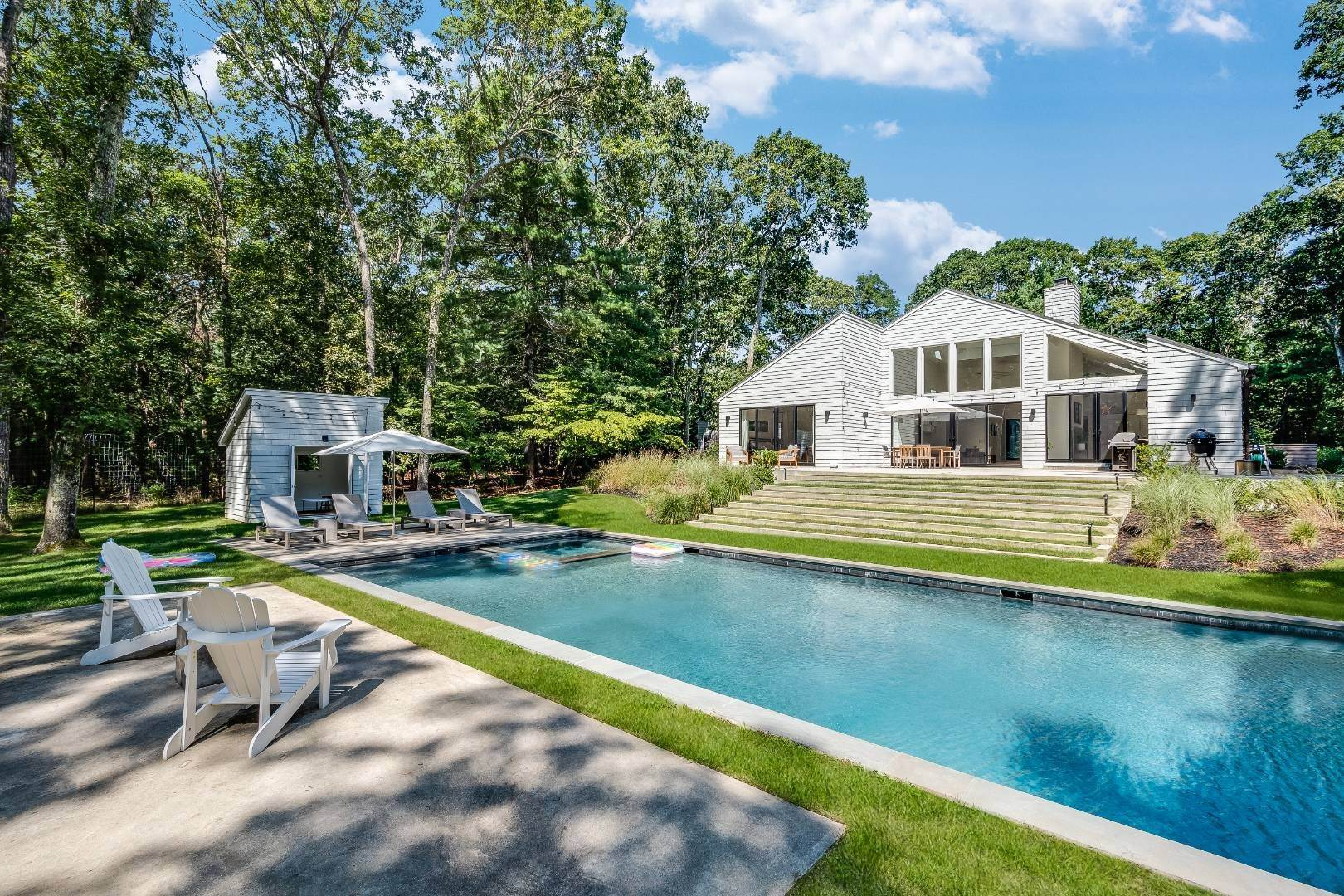 3. Single Family Home at New Comptemporary Cool 21 Bull Run, East Hampton, NY 11937