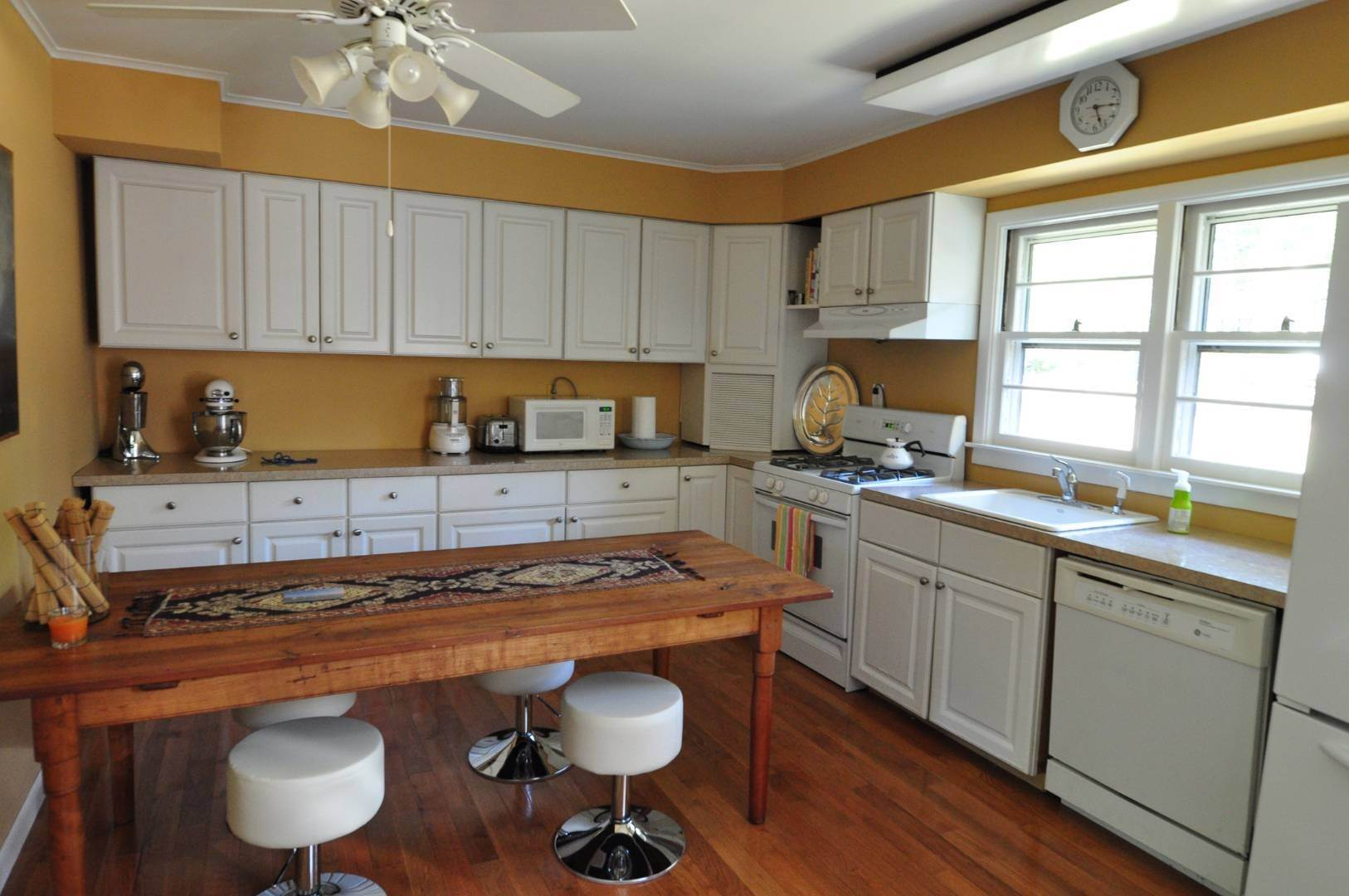 5. Single Family Home at Country Charmer Near Mill Creek Sag Harbor, NY 11963