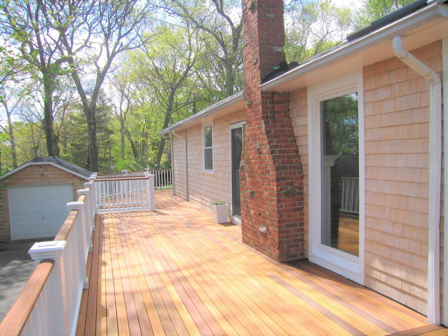 3. Single Family Home at Sag Harbor Cottage With Long Beach Views 6 Wickatuck Drive, Sag Harbor, NY 11963