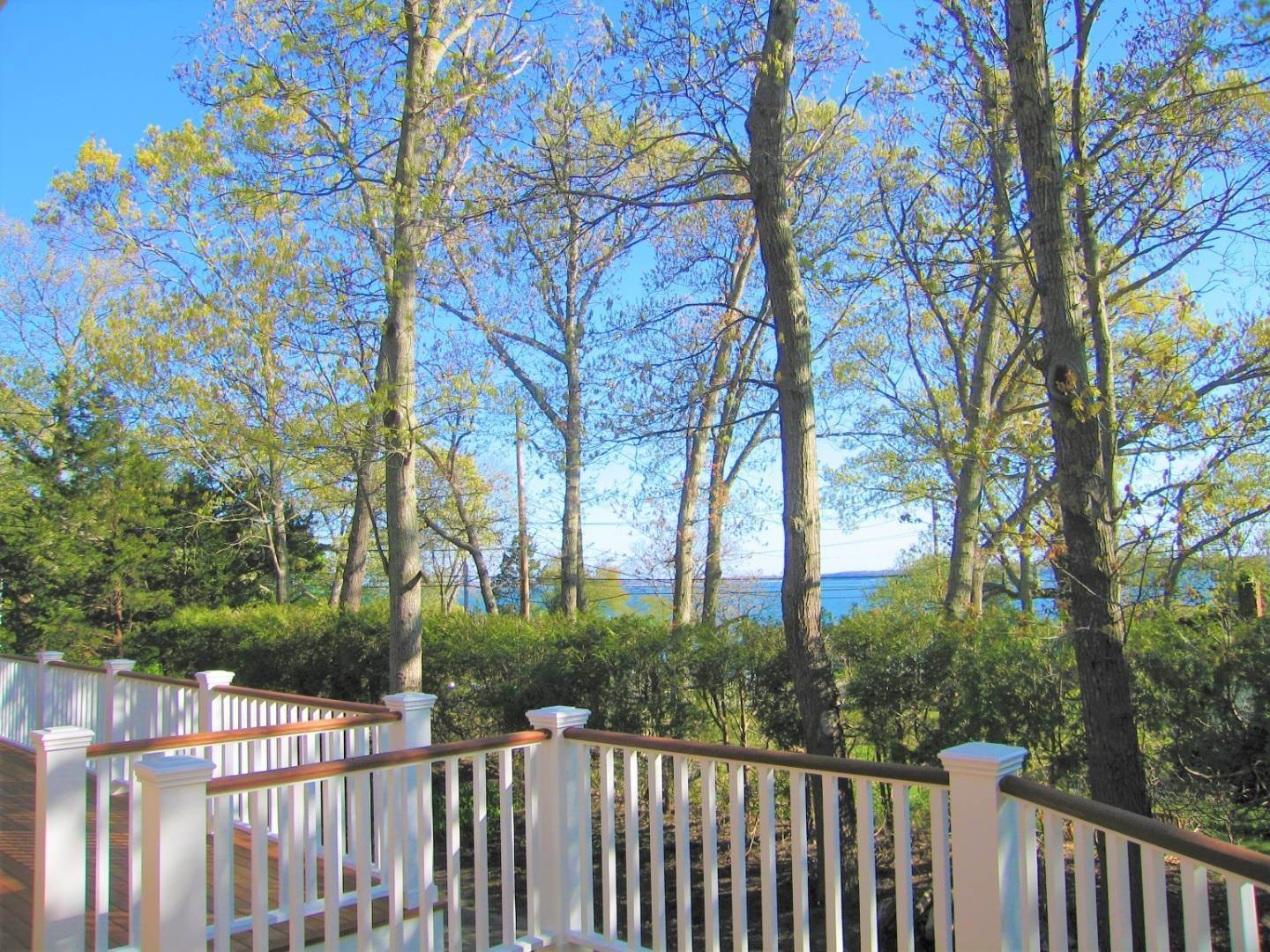 2. Single Family Home at Sag Harbor Cottage With Long Beach Views 6 Wickatuck Drive, Sag Harbor, NY 11963